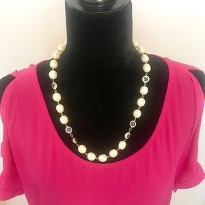 Jewelry - Faux Pearl and Gold Necklace